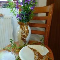 Povedený set vázy a mísy s dekorací sgrafito