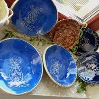 Sgrafito dekor na talířích